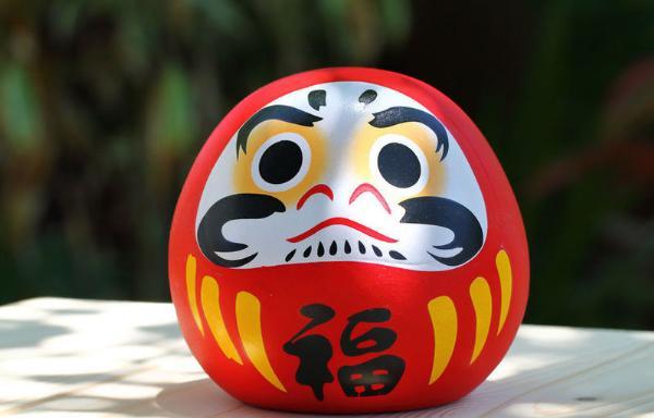Токио приглашает на ярмарку «волшебных» кукол Дарума