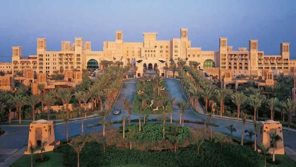 Один из самых узнаваемых отелей Дубая открывается после масштабного ремонта