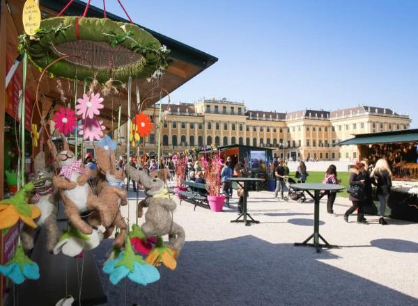 Пасхальные яйца и весенние цветы в Вене
