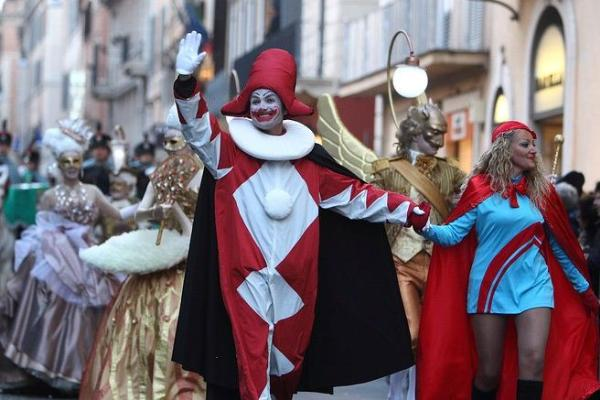 Карнавалы в городах Италии пройдут в феврале-марте